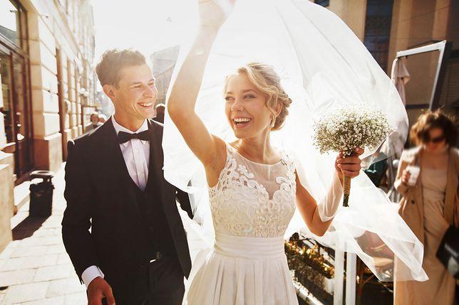 Sierpień miesiącem ślubów. Sprawdź, jak nie popełnić wpadki!