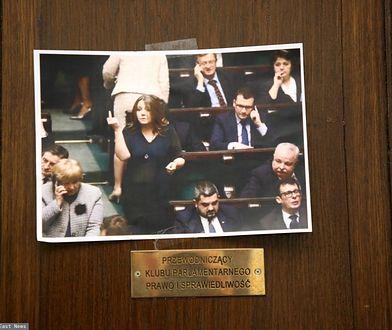 Joanna Lichocka i słynny gest. Posłanka PiS znów zaskakuje