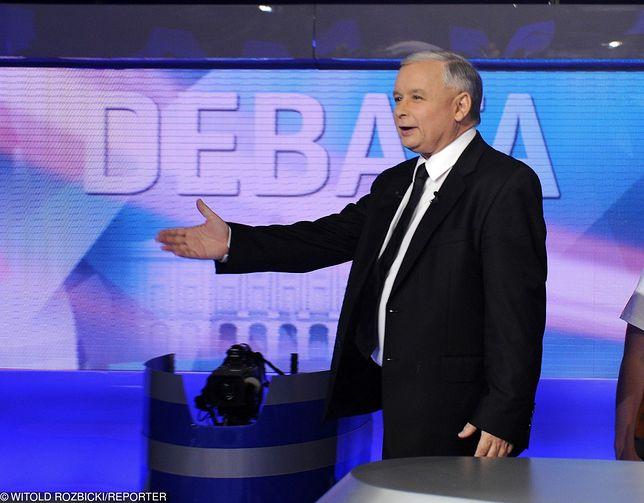 Jarosław Kaczyński w studio TVP podczas debaty telewizyjnej kandydatów na prezydenta RP. Rok 2010.