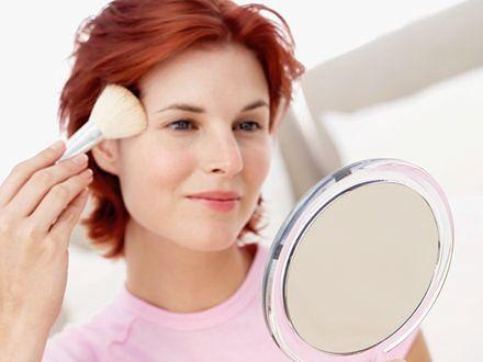 Sztuczki wizażystów na makijaż czoła