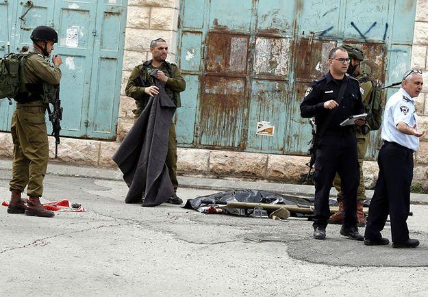 Izraelskie służby w miejscu incydentu w Hebronie.