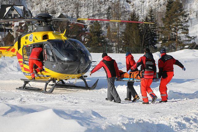 Transport turystów poszkodowanych w lawinie pod Rysami