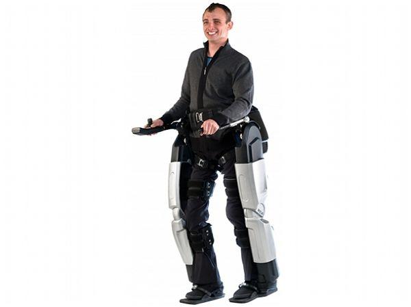 Co przyniesie nam 2012 rok w świecie technologii? Jak zwykle – olbrzymi postęp. Zobaczmy, w których dziedzinach będzie on najbardziej widoczny.  Mimo że naukowcy usilnie pracują nad modelami dla wojska (dzięki którym pojedynczy żołnierz będzie mógł unieść nawet 100 kg ładunku bez większego wysiłku), z egzoszkieletów chyba najbardziej ucieszą się osoby jeżdżące na wózkach inwalidzkich. Widoczny na zdjęciu Rex można już kupić w Nowej Zelandi, a niedługo powinien się ukazać także na rynku europejskim.  Popularyzacja urządzenia powinna przynieść spadki cen i lepszą dostępność dla przeciętnego człowieka. Dołącz do nas na Facebooku