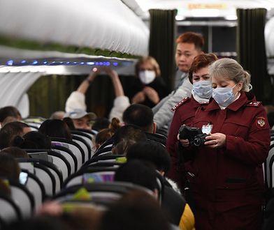 Polak przyleciał z Chin. Mówi o procedurach, które miały chronić przed koronawirusem w Polsce