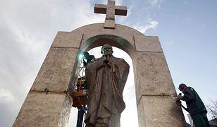 Koniec sporu wokół pomnika papieża we Francji