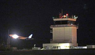 W mediach społecznościowych zamieszczono zdjęcia, które pokazują start maszyny z lotniska