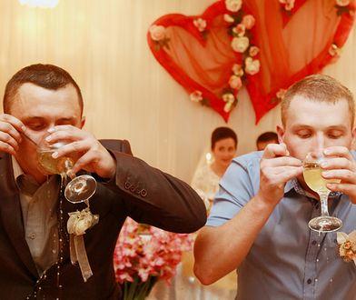 Pijani goście często uprzykrzają pracę fotografom i operatorom kamery