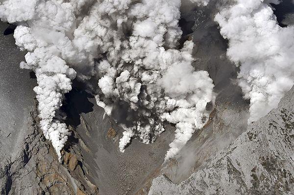 Erupcja wulkanu Ontake w Japonii. Są ranni, wstrzymano ruch lotniczy