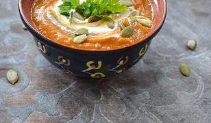 Zupa dyniowa z pomidorami. Koniecznie podaj z chrzanową śmietaną