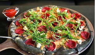 Czarna pizza – nowy hit Instagrama
