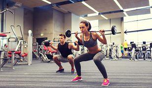 Trening siłowy to jedna z propozycji na nowy rok dla sportowych zapaleńców.