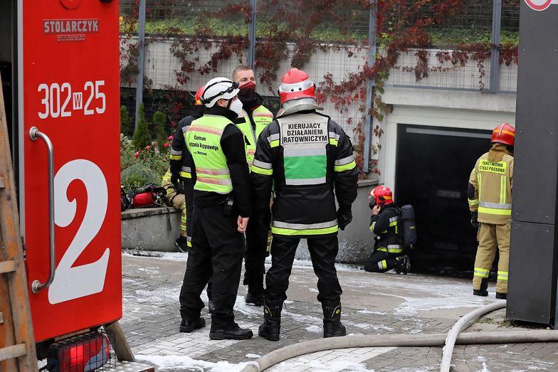 Warszawa. Pożar w garażu podziemnym. Ok. 50 aut spłonęło
