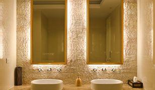 Aby rozświetlić niedużą łazienkę, np. o powierzchni około 6 mkw., potrzeba co najmniej jednego ogólnego źródła światła o mocy 75 W.