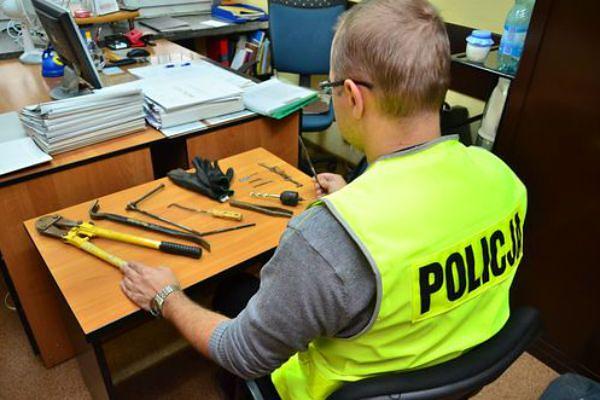 Zatrzymano seryjnego włamywacza w Koninie. Mógł okraść nawet 30 domów