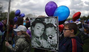 Balony, które zostały wypuszczone do nieba, ku czci zmarłego w sobotę Alfiego Evansa