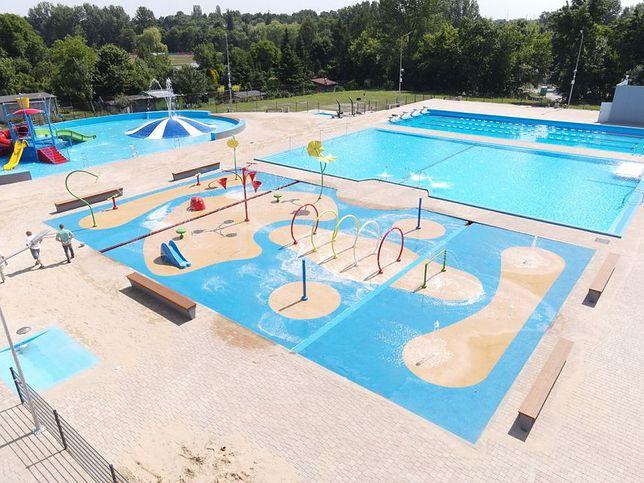 Czeladź. kompleks basenów w parku Grabek robi ogromne wrażenie.