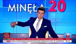 """Michał Rachoń wylewa napój w programie """"Minęła 20"""""""