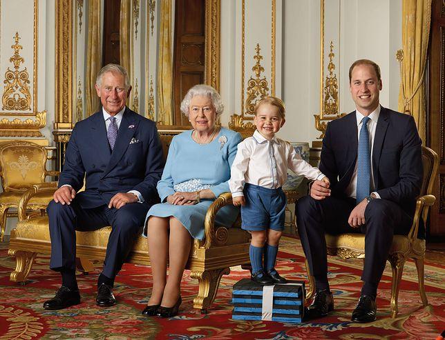 Książę Karol, królowa Elżbieta II, książę Jerzy, książę William