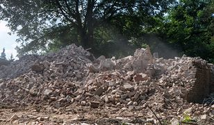 Wyburzanie kościoła św. Trójcy w Morasku