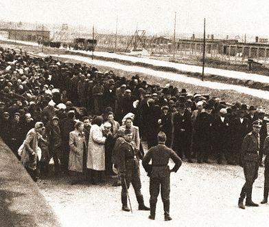 Josef Mengele podczas selekcji transportu więźniów do Auschwitz.