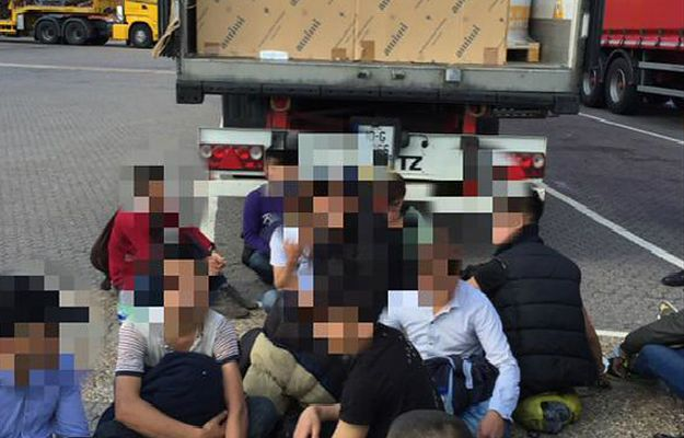 Polak, który próbował przemycić 20 nielegalnych imigrantów do Wielkiej Brytanii usłyszał wyrok