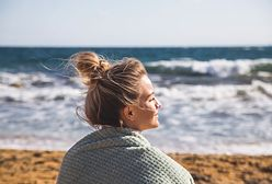 Fryzury na upały. Jak spiąć włosy podczas najgorętszych dni lata? Wybierz sprawdzone uczesania
