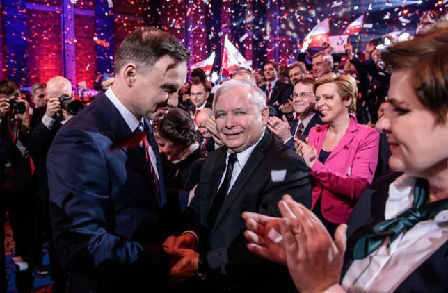 Kandydat Prawa i Sprawiedliwości na prezydenta, Andrzej Duda oraz prezes PiS Jarosław Kaczyński podczas konwencji wyborczej w Warszawie