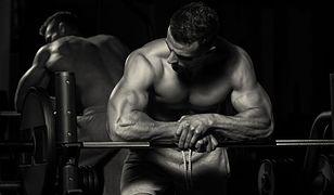 Bigoreksja objawia się dążeniem do atletycznej sylwetki i ciągłym brakiem zadowolenia z obecnych rezultatów.