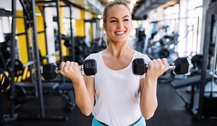 Arnoldki poamgają wzmocnić mięśnie ramion i obręczy barkowej.