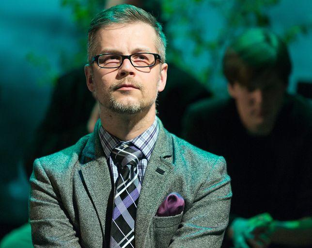 """Jacek Dehnel bierze udział w akcji """"Ul z książkami""""."""