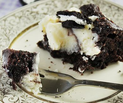 Ciacho dla największych łasuchów. Połączenie serka, czekolady i ciasteczek