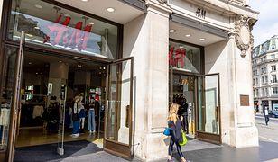 Głosy konsumentów zostały wysłuchane. H&M przeprasza za stereotypowe hasło reklamowe i usuwa je ze sklepów
