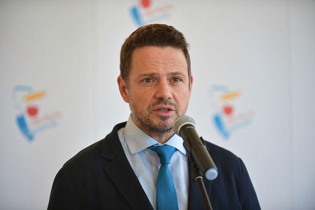Koronawirus. Prezydent Warszawy na konferencji prasowej mówił m.in. o pakiecie pomocowym dla służby zdrowia.