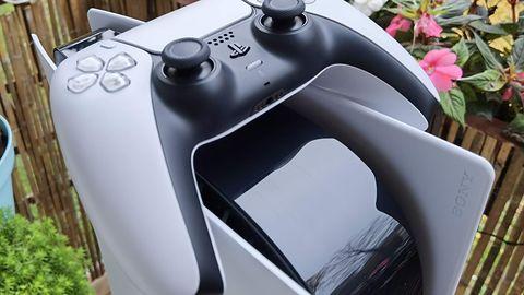 PlayStation 5. Dodatkowy dysk SSD może przegrzać konsolę, Sony interweniuje
