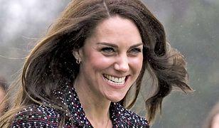 Księżna Kate jakiej nie znacie. Luźny T-shirt i dżinsy