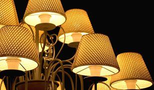 Lampa sufitowa dająca dużo światła powinna mieć ciekawy wzór dopasowany do wystroju pomieszczenia