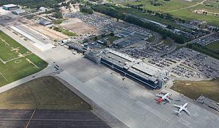 Pierwsi pasażerowie pojadą pociągiem z Katowic oraz Tarnowskich Gór do lotniska Pyrzowice w 2022 r.