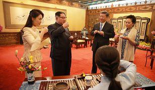 Kim Dzong Un, Xi Jinping i ich żony w Pekinie