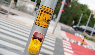 Zarząd Dróg Miejskich wyłączył żółte przyciski na przejściu dla pieszych