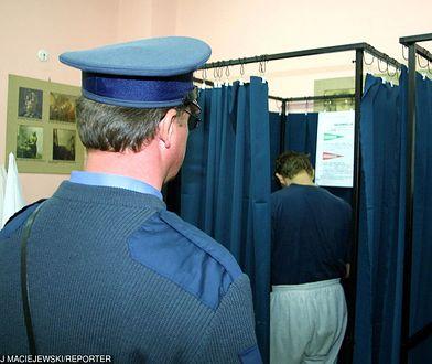 Obwodowa komisja wyborcza nr 54 w areszcie śledczym na ulicy Kłobuckiej w Warszawie
