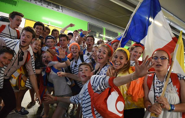 Pielgrzymi tłumnie przybywają na Światowe Dni Młodzieży w Krakowie