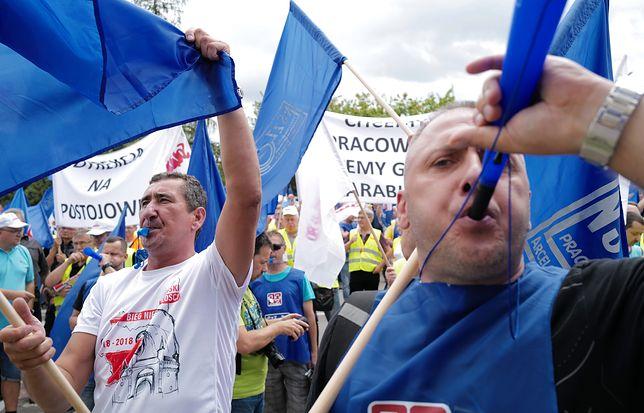 Związkowcy w huty w maju powstrzymali wyłączenie pieca w ArcelorMittal Poland.