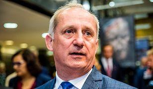 """Sławomir Neumann komentuje wizytę Andrzeja Dudy na cmentarzu. """"To gruba przesada"""""""