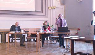 Honorowa konsul w Ohio Maria Szonert Binienda na zaproszenie Stowarzyszenia Dziennikarzy Polskich mówiła o manipulacjach uderzających w jej męża prof. Wiesława Biniendę.