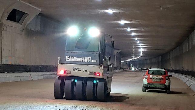 Warszawa. Postępują prace w tunelu POW
