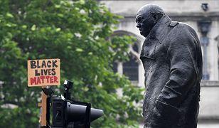 """Pomnik Churchilla w Pradze zdewastowany. """"Był rasistą"""""""