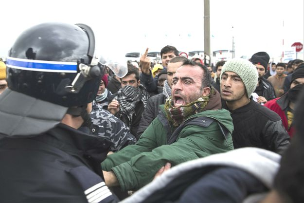 Liczba migrantów we francuskim obozowisku Calais wzrosła nawet do 6 tys.