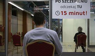 """""""Pasażerowie na gapę"""". Ta grupa Polaków omija akcję szczepień na COVID-19"""