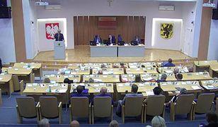 Obrady sejmiku województwa pomorskiego transmitowane w serwisie youtube.com
