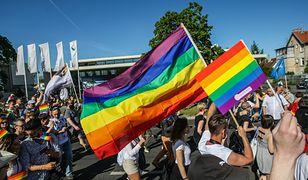 Uchwały anty-LGBT. Kolejne województwa łagodzą stanowiska
